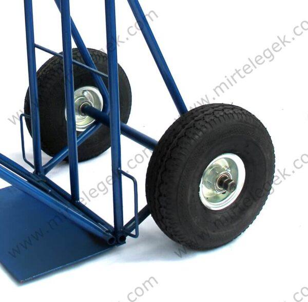 Колеса пневматические тележки грузовой фото